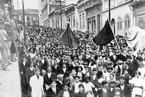 Foto da Greve Geral em São Paulo no ano de 1917 e que teve uma forte influencia anarquista.