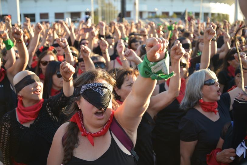 Marcha feminista pelo fim da violência contra a mulher